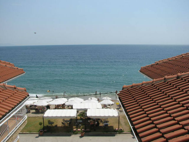nea-vrasna-apart-hotel-afroditi-pogled na plazu iz vile