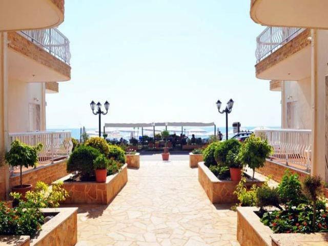 nea-vrasna-apart-hotel-afroditi- pogled na plazu