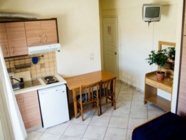 nea-vrasna-apart-hotel-afroditi-studio- kuhinja
