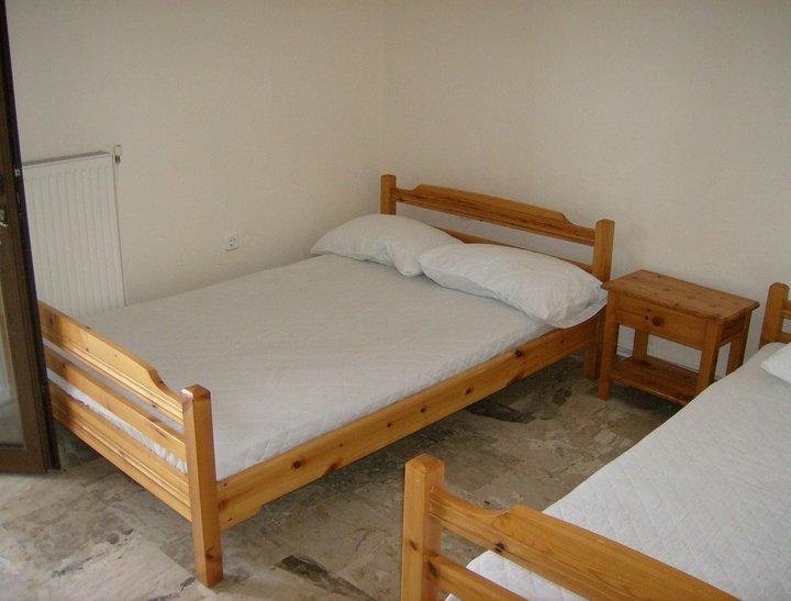 spavaca-soba-prva-ulazna-vrata-u-apt-4